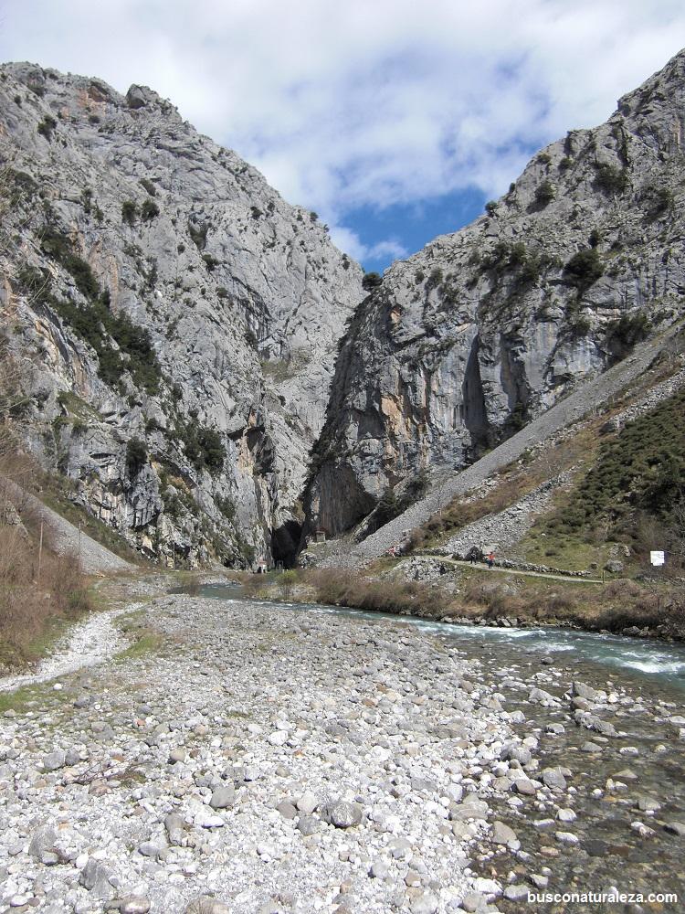 ruta del cares rio