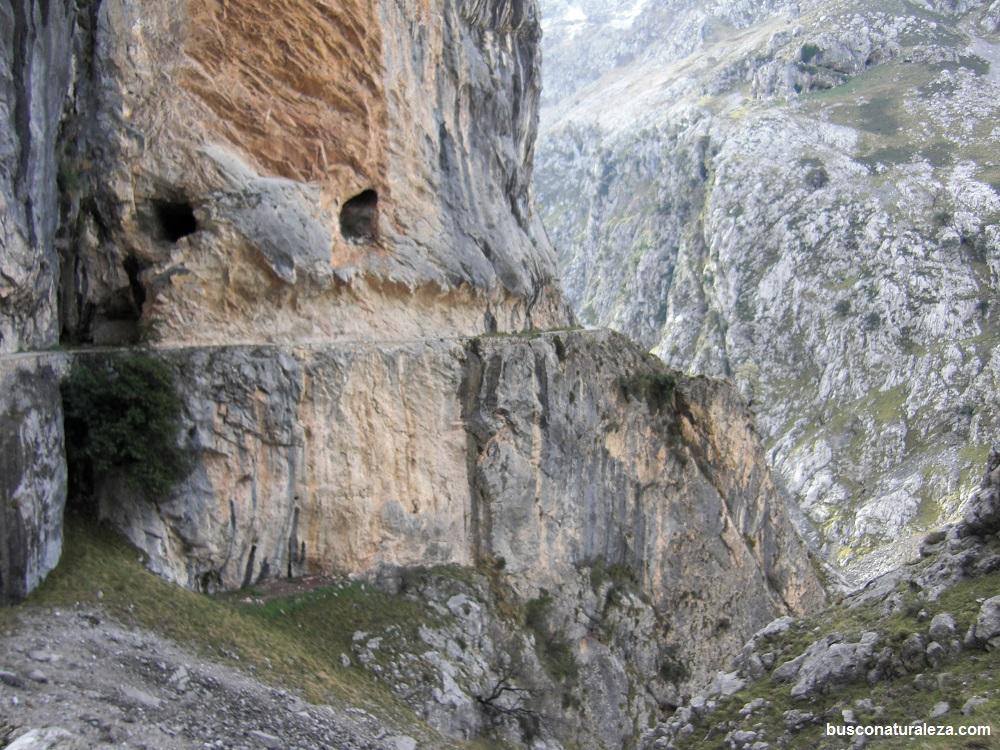 ruta del cares roca