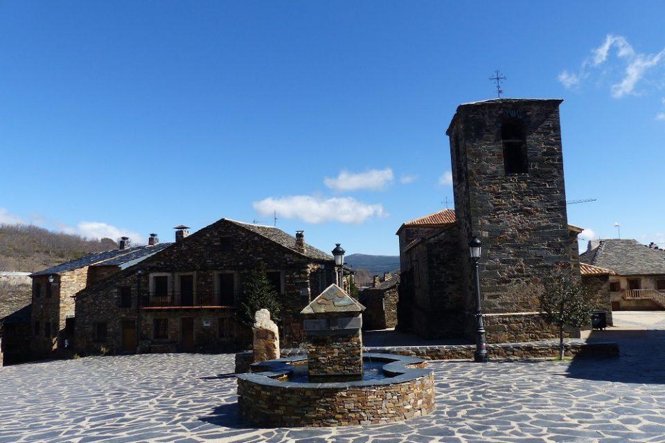 Plaza mayor Valverde de los Arroyos